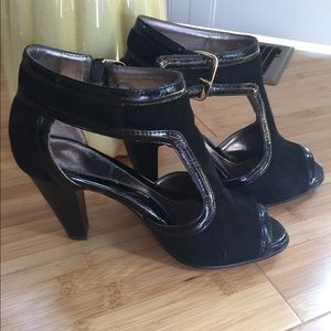 Sofft suede patent black leather heels